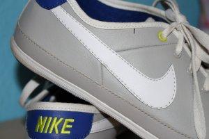Nike Schuhe grau/lila Gr. 38,5
