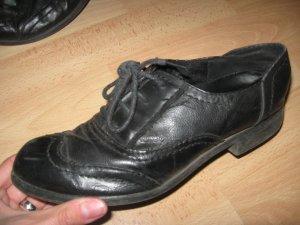 Schöne schwarze Business-Schuhe