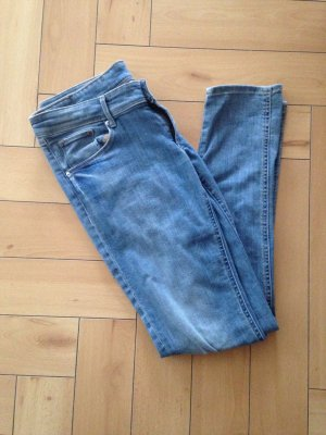 Schönsitzende Hellblaue Jeans