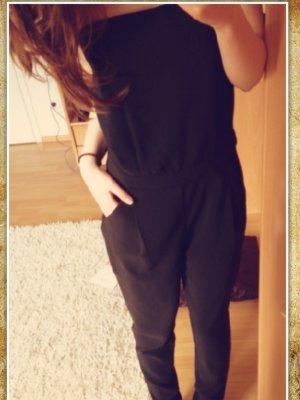 schwarzer sexy jumpsuit aus einer spanischen boutique