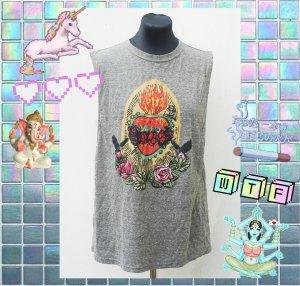 shirt mit wunderschönen aufdruck  // tattoo