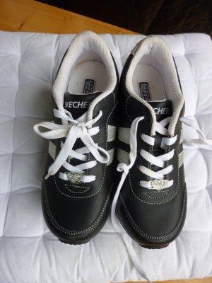 +++SKECHERS in Schwarz Weiß+++