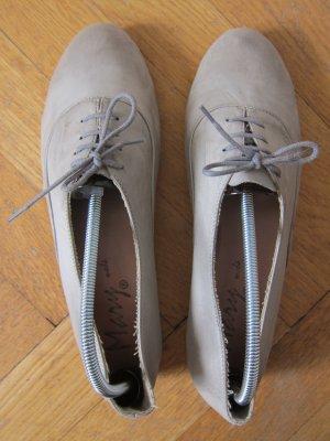 Süße italienische Schnürschuhe aus echtem Leder - perfekt für Chinos