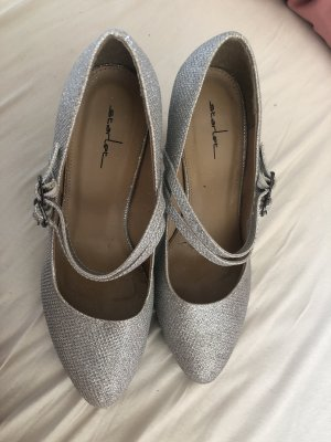 Strapped pumps light grey