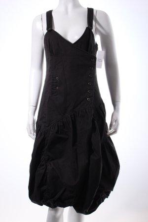 1060 Ballonkleid schwarz Nadelstreifen extravaganter Stil