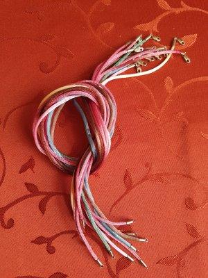 12 bunte Seidenbänder mit silberfarbigem Verschluss!