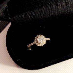 18-Karat Goldring mit Diamanten