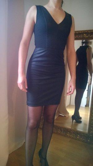 1xgetragen - figurbetontes Kleid mit Leder-Akzenten (Zara) in XS