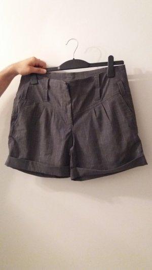 2 Hotpants zum Preis von 1!!!, Grau/ Beige, Größe 40