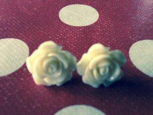 2 hübsche Rose Ohrringe