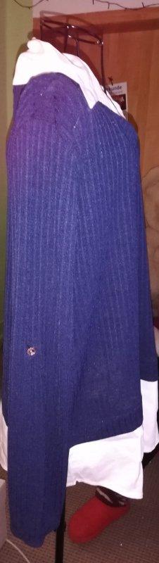 Cuello de blusa blanco-azul
