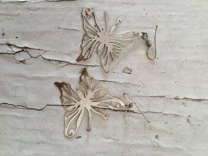 2 Paar Ohrhänger: Beeren Rund, Fuchsia + Schmetterlinge, SIlberfarben
