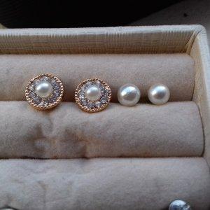 2 paar Perlenohrringe golden mit Steinchen
