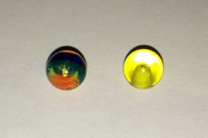 2 Piercingkugeln gelb, bunt Kunststoff