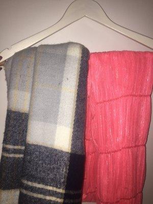 2 Schals/ kariert und einfar