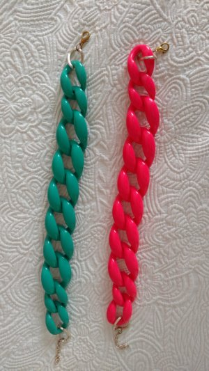 Chain pink-green synthetic material