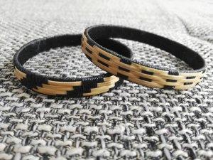 2 schöne Armbänder holz