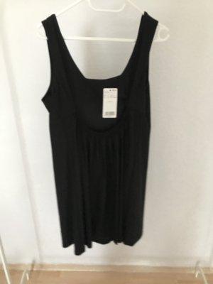 2 schwarze Kleider