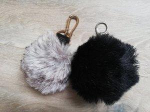 Porte-clés argenté-noir pelage