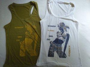 2 Tops mit Frauenmotiv, khaki/gold und weiß/blau mit Ringerrücken