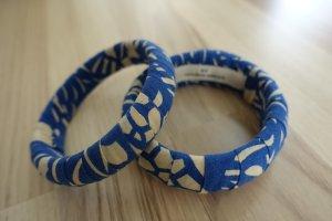 2x Armreifen von BY MALENE BIRGER, aus Stoff in blau & creme !!