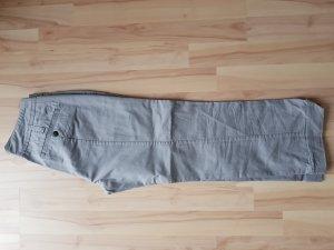 Pantalón pirata gris claro