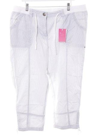 Pantalon 3/4 blanc-gris motif rayé style décontracté