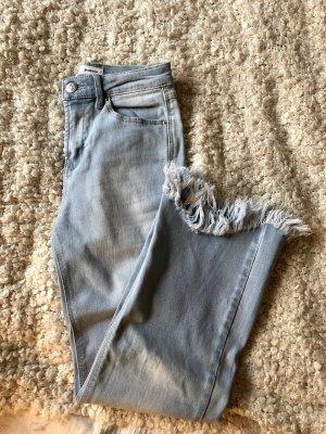 3/4 Jeans mit Fransensaum