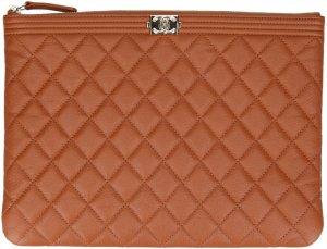 36138x Chanel CC Pochette Boy Clutch aus genarbtem Kalbsleder - Caviar Leder - in Braun