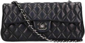 36639 Chanel kleine Handtasche aus Lammleder in schwarz mit silberfarbenen Metallelementen