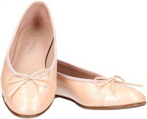 36819 Chanel Ballerinas aus Lackleder in Beige Größe 38,5