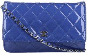 37775 Chanel WOC Pochette aus Lackleder mit Kette in Blau und Silber