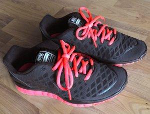 38,5 NIKE FREE TR FIT Freizeit Schuh Sport Sneaker Walking schwarz lachs