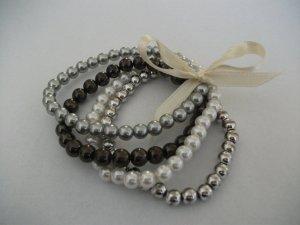 4 Modeschmuck Perlen Armbänder, grau+silber+braun+weiß