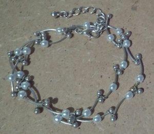 4 silberne Halsketten