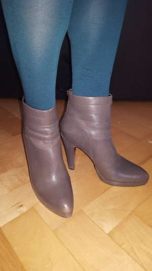 5th Avenue Booties silver-colored leather
