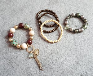 5 Armbänder Beige Braun Khaki Gold Silber Elefant Perlen