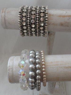5 edle Armbänder eins mit sehr vielen Glitzersteinen