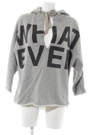 5 Preview Capuchon sweater grijs gedrukte letters atletische stijl