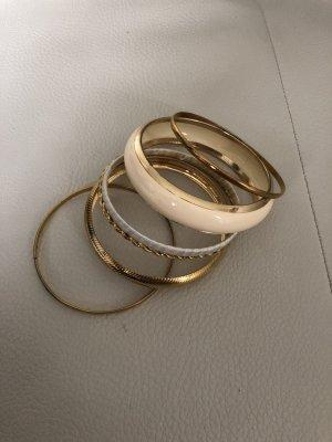 6 Armbänder / Armreifen in gold / Modeschmuck von Primark