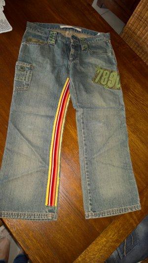 7/8 Jeans mit Applikationen von Zara TRF