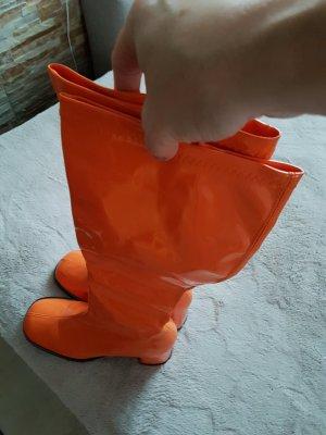 70 ' style , coole Lackstiefel in trendigem orange