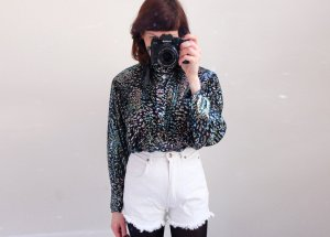 80s silber longbluse changierend holographic v-schnitt plissee S M