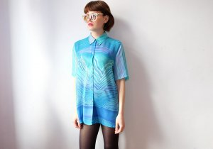 90s sommer longbluse transparent hellblau graphisches muster