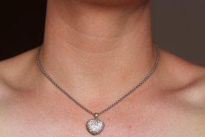 925' silberne Kette, Herzanhänger mit Zirkoniasteinen von M&M