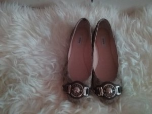 A beautiful guess shoes I used only one time 999999***