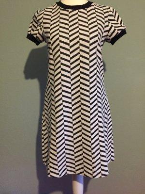 A-Linien-Kleid mit Sixties-Muster von ZARA