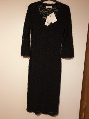 Abendkleid aus schwarzer Spitze