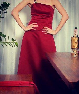 Vestido de noche rojo oscuro