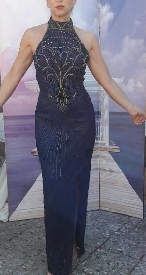Abendkleid mit aufwändiger Stickerei